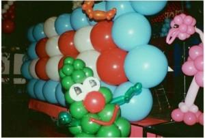 Luftballondekoration Explodierende Ballonwand 2m hoch 6m breit