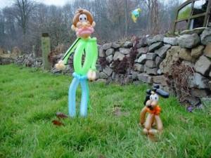 Luftballonfigur Spaziergänger mit Hund