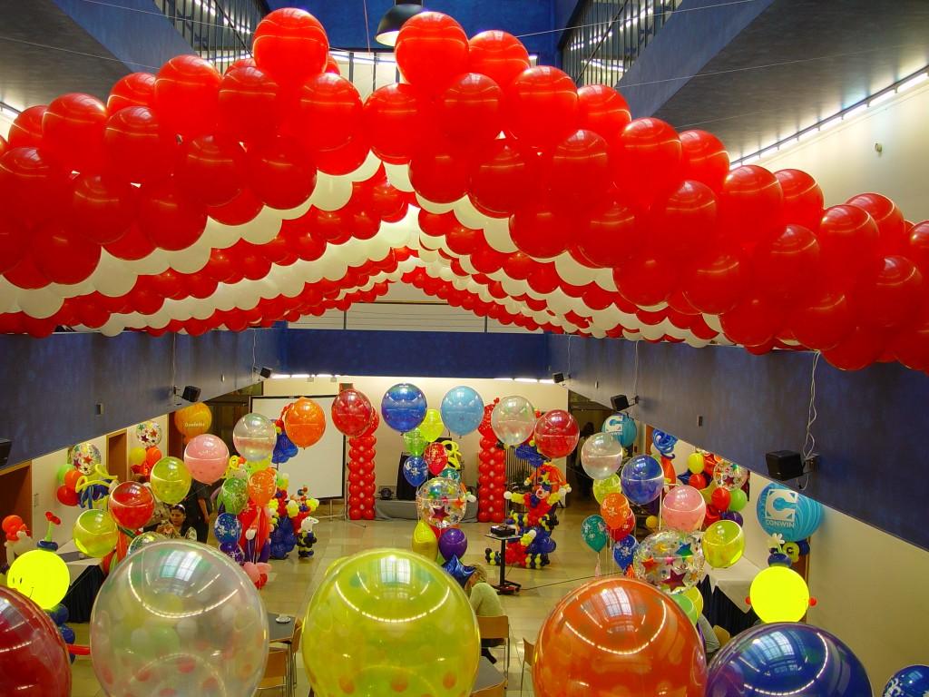 Luftballonkünstler Quakenbrück bunte Saaldekoration