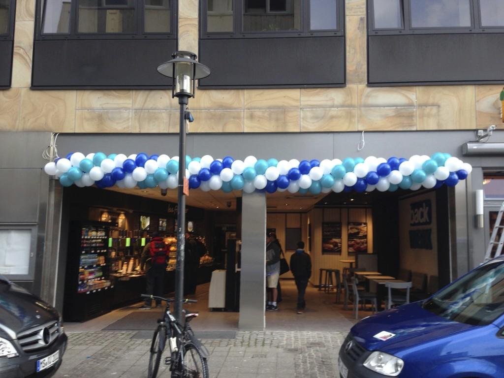 Luftballonkünstler Ahlen Ballongirlande zweifarbig gedreht