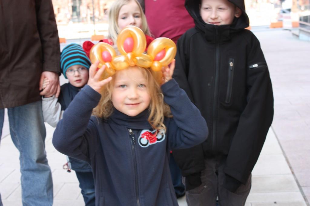 Luftballonkünstler Bochum Mädchen mit Ballonkrone