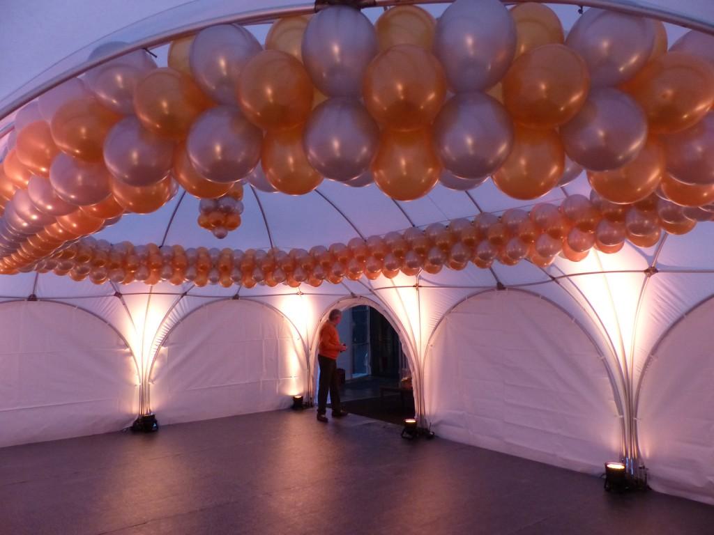 Luftballonkünstler Jever Edelgirlande im Ovalzelt