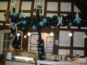 Luftballondeko Halloweenbar