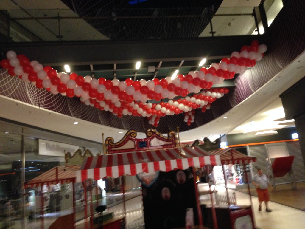 Galerie Ballondekorationen Luftballongirlande im Shopping Center