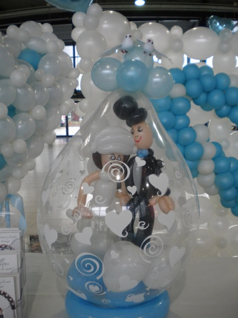 Galerie Ballondekorationen Hochzeitspaar im Ballon