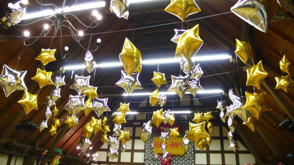 Aktuelles Deckendekoration aus Folienballo Sternen